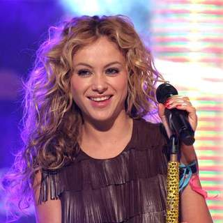 Paulina Rubio Performs Live on MTV's Mi TRL - JTM-026194