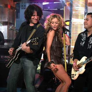 Paulina Rubio Performs Live on MTV's Mi TRL - JTM-026208