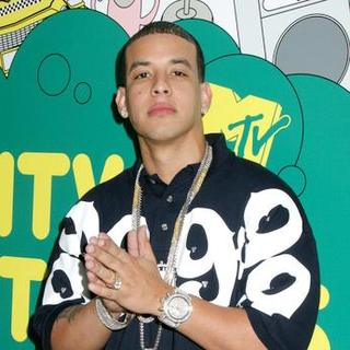 Daddy Yankee in Daddy Yankee Appears on MTV's Mi TRL