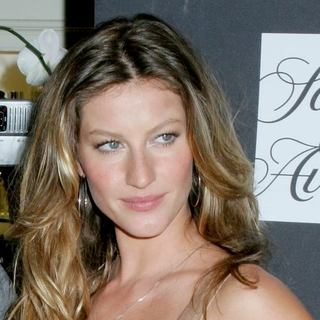Gisele Bundchen - Dolce and Gabbana Launches The One Fragrance at SAKS Fifth Avenue