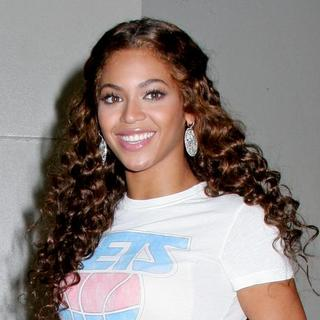 Beyonce Knowles - MTV's TRL Taping - July 31, 2007