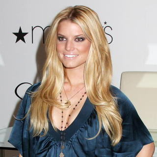 Jessica Simpson - Jessica Simpson Promotes Her Designer Clothing Collection at Macy's in New York City