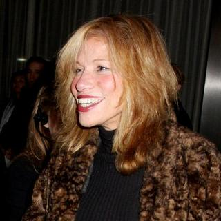 "Carly Simon in ""Charlie Wilson's War"" New York City Premiere - Arrivals"