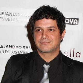 Alejandro Sanz in People En Espanol and the Smithsonian Latino Center