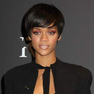 Rihanna - Rihanna Launches Umbrella Line From Totes at Macy's in New York City