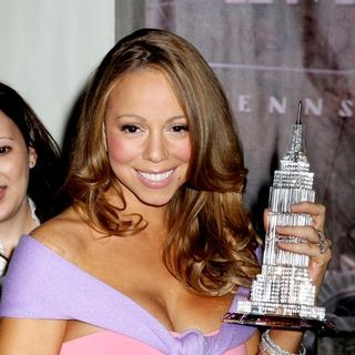 Mariah Carey - Mariah Carey Lights Up the Empire State Building to Celebrate Her New Album