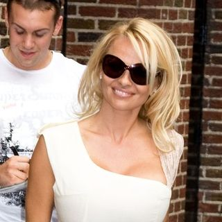 Pamela Anderson - The Late Show with David Letterman - July 30, 2008 - Arrivals