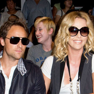 Charlize Theron, Stuart Townsend in Mercedes-Benz Fashion Week Spring 2009 - Rag & Bone - Front Row