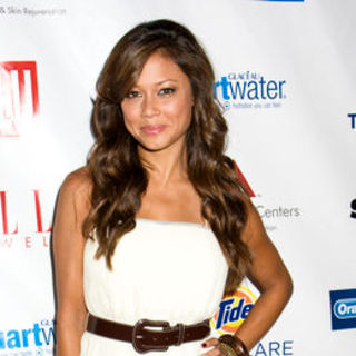 Vanessa Minnillo in Mercedes-Benz Fashion Week Spring 2009 - Maya Swimwear Show - Arrivals & Front Row