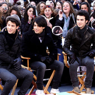 Jonas Brothers - The CBS Early Show - February 14, 2009 - Show