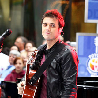 "Kris Allen in 2009 American Idol Winner and Runnerup in Concert on NBC's ""Today Show"" - May 28, 2009"