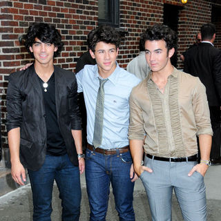 Jonas Brothers - The Late Show with David Letterman - June 11, 2009 - Arrivals