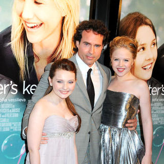 "Abigail Breslin, Jason Patric, Sofia Vassilieva in ""My Sister's Keeper"" New York City Premiere - Arrivals"