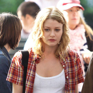 "Emilie de Ravin in Robert Pattinson Filming ""Remember Me"" in Washington Square Park in New York on July 2, 2009"