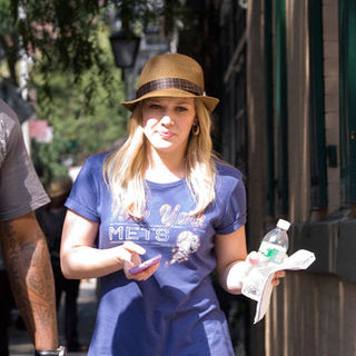 "Hilary Duff in ""Gossip Girls"" Filming on Location in Greenwich Village in New York on August 3, 2009"