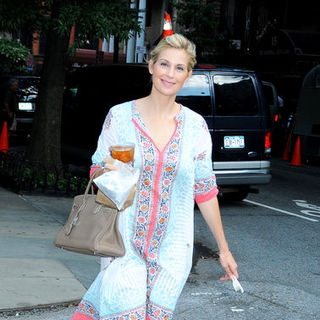 "Kelly Rutherford in Kelly Rutherford on the Set of ""Gossip Girls"" at Gramercy Park in New York on August 24, 2009"