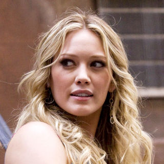"Hilary Duff in ""Gossip Girls"" Filming at Chelsea in New York on August 26, 2009"