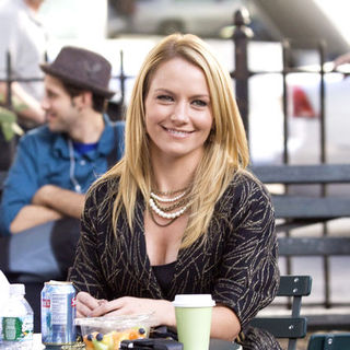 "Becki Newton in ""Ugly Betty"" Filming in Greenwich Village in New York on September 3, 2009"