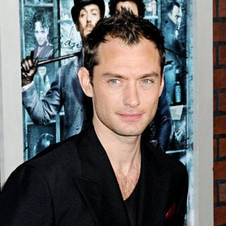 "Jude Law in ""Sherlock Holmes"" New York Premiere - Arrivals"