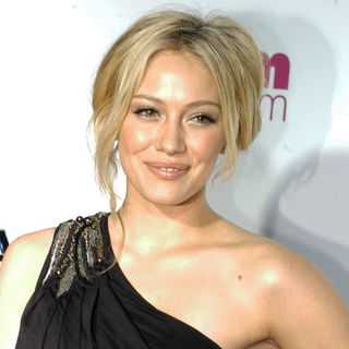 "Hilary Duff in 1st Annual ""A Night to Make a Difference"" Post Oscar Party Hosted by Leeza Gibbons - Arrivals"