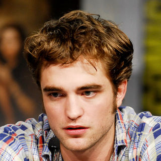 Robert Pattinson - Press Conference for Summit Entertainment's