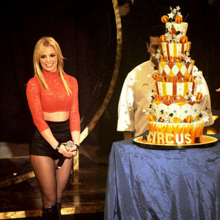 Britney Spears - Britney Spears Performs Circus Show on ABC's Good Morning America for Her Birthday