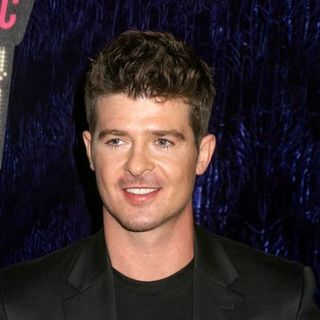 Robin Thicke in 2007 MTV Video Music Awards - Red Carpet