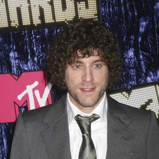 Elliott Yamin in 2007 MTV Video Music Awards - Red Carpet - PRN-007652