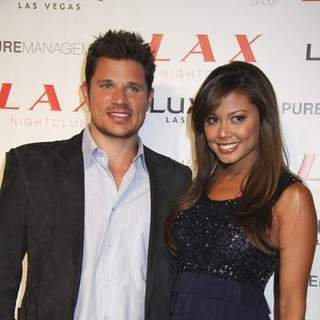 Nick Lachey, Vanessa Minnillo in Nick Lachey and Vanessa Minnillo Birthday Celebration at Lax Nightclub in Las Vegas