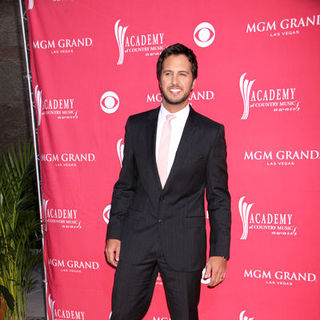 Luke Bryan in 44th Annual Academy Of Country Music Awards - Arrivals