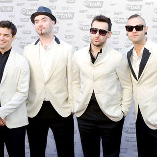 Hedley in The 2009 Juno Awards Red Carpet Arrivals