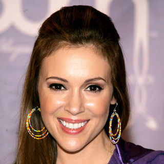 Alyssa Milano in Alyssa Milano Greets Fans at the NBA Store in New York City on April 15, 2009