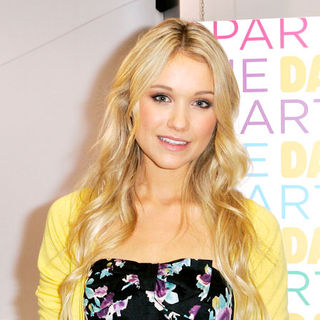 Katrina Bowden in Katrina Bowden Kicks-Off Daffy's Summer Promotion in New York City on July 23, 2009