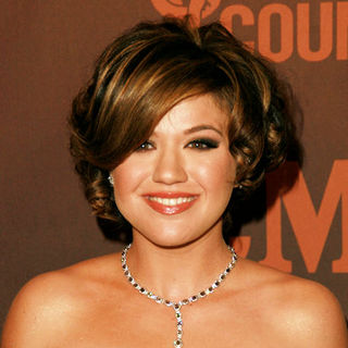 Kelly Clarkson - CMT Giants Honoring Reba McEntire - Arrivals