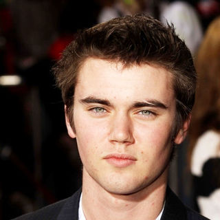 "Cameron Bright in ""The Twilight Saga's New Moon"" Los Angeles Premiere- Arrivals - SGG-090252"