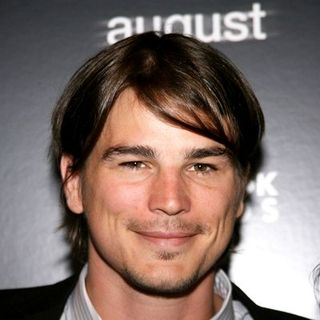 "Josh Hartnett in The Cinema Society Hosted a Special Screening of ""August"" - Arrivals"
