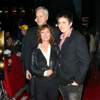 "Tim Robbins, Susan Sarandon, Miles Robbins in ""City of Ember"" New York City Premiere - Arrivals"