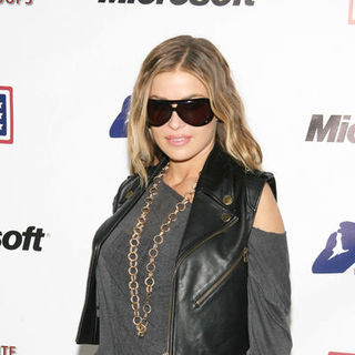 "Carmen Electra in 2nd Annual ""A Salute to Our Troops"" with a Coast Guard Tour of New York Harbor"