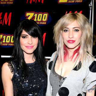 The Veronicas in Z100's Jingle Ball 2008 - Press Room