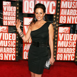 Kara DioGuardi in 2009 MTV Video Music Awards - Arrivals