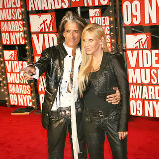 Joe Perry, Billie Perry in 2009 MTV Video Music Awards - Arrivals