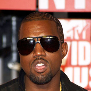 Kanye West in 2009 MTV Video Music Awards - Arrivals