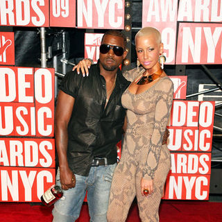 Kanye West, Amber Rose in 2009 MTV Video Music Awards - Arrivals