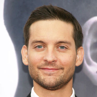"Tobey Maguire in The Cinema Society with Details & DKNY Men Hosted the New York Premiere of ""Brothers"" - Arrivals"
