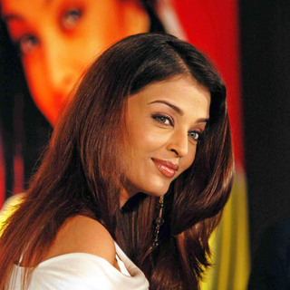 Aishwarya Rai in Bollywood Star Aishwarya Rai and Abhishekh Bachan Announce Their Engagement