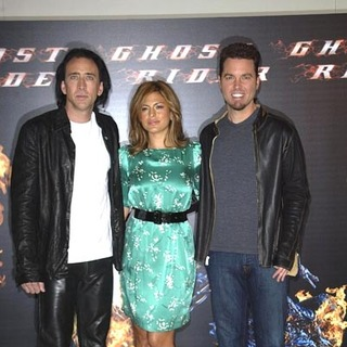 Nicolas Cage, Eva Mendes, Mark Steven Johnson in The Ghost Rider Photocall at the Santo Mauro Hotel in Madrid