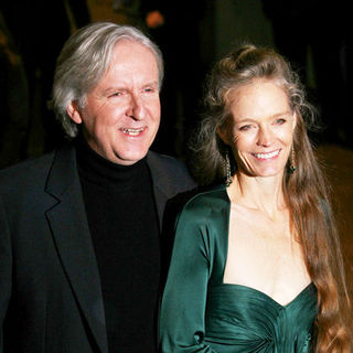 "James Cameron, Suzy Amis in ""Avatar"" World Premiere - Arrivals"