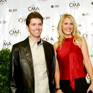 Josh Turner, Jennifer Ford in 38th Annual Country Music Awards Arrivals