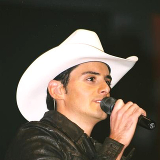 Brad Paisley in Grand Ole Opry Special Appearances After the CMA Awards - TDV-001288