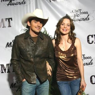 Brad Paisley, Kimberly Williams Paisley in 2005 CMT Music Awards